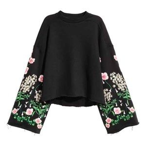 H&M's LTD BLOGGER FAVE cropped floral sweatshirt